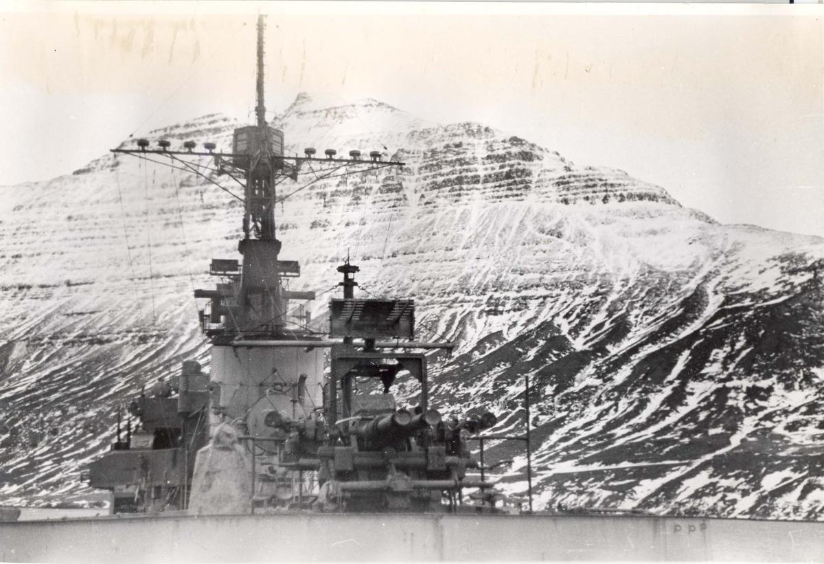 Enkeltbilde. Jageren Stord i konvoy til Murmansk. Bildet er tatt på Island.