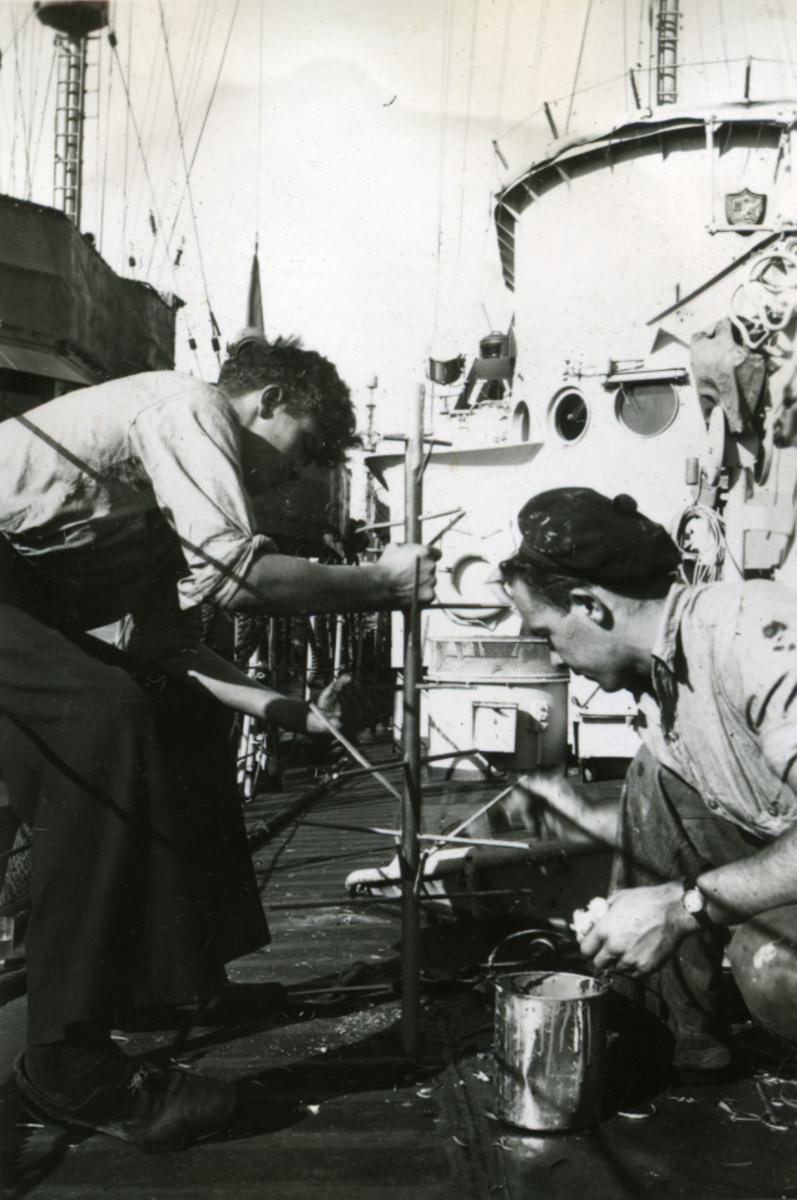 Album Ubåtjager King Haakon VII 1942-1946 Forskjellige bilder. Helgesen og H. Halvorsen.