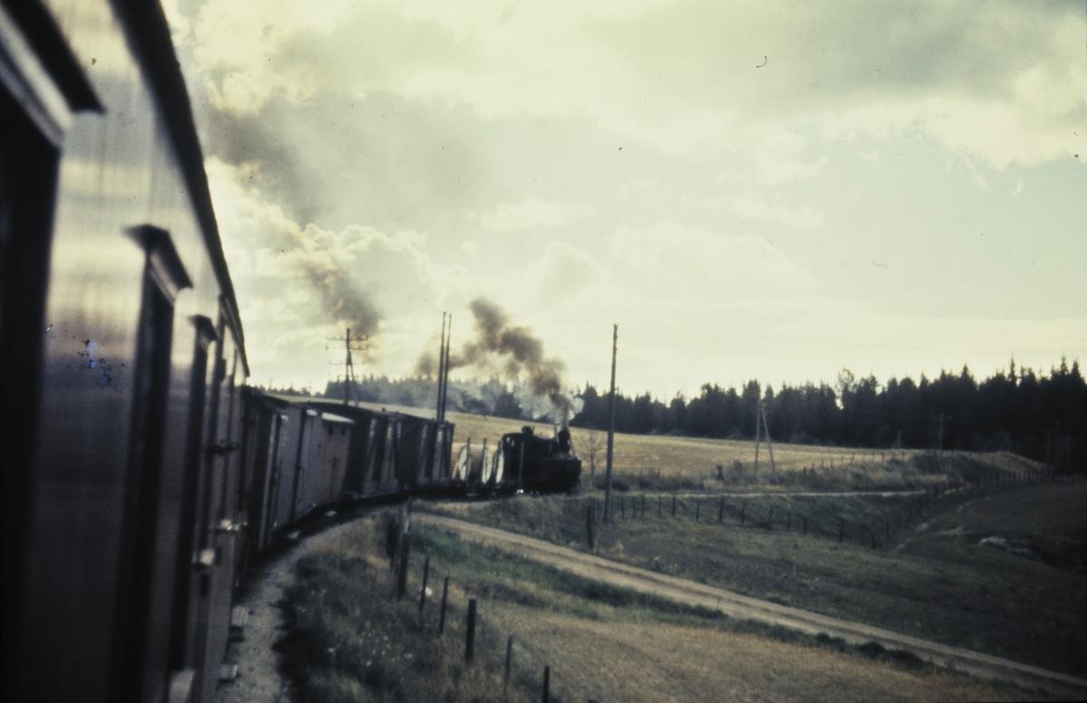 Tog 2051 til Skulerud i Harkerudbakken.