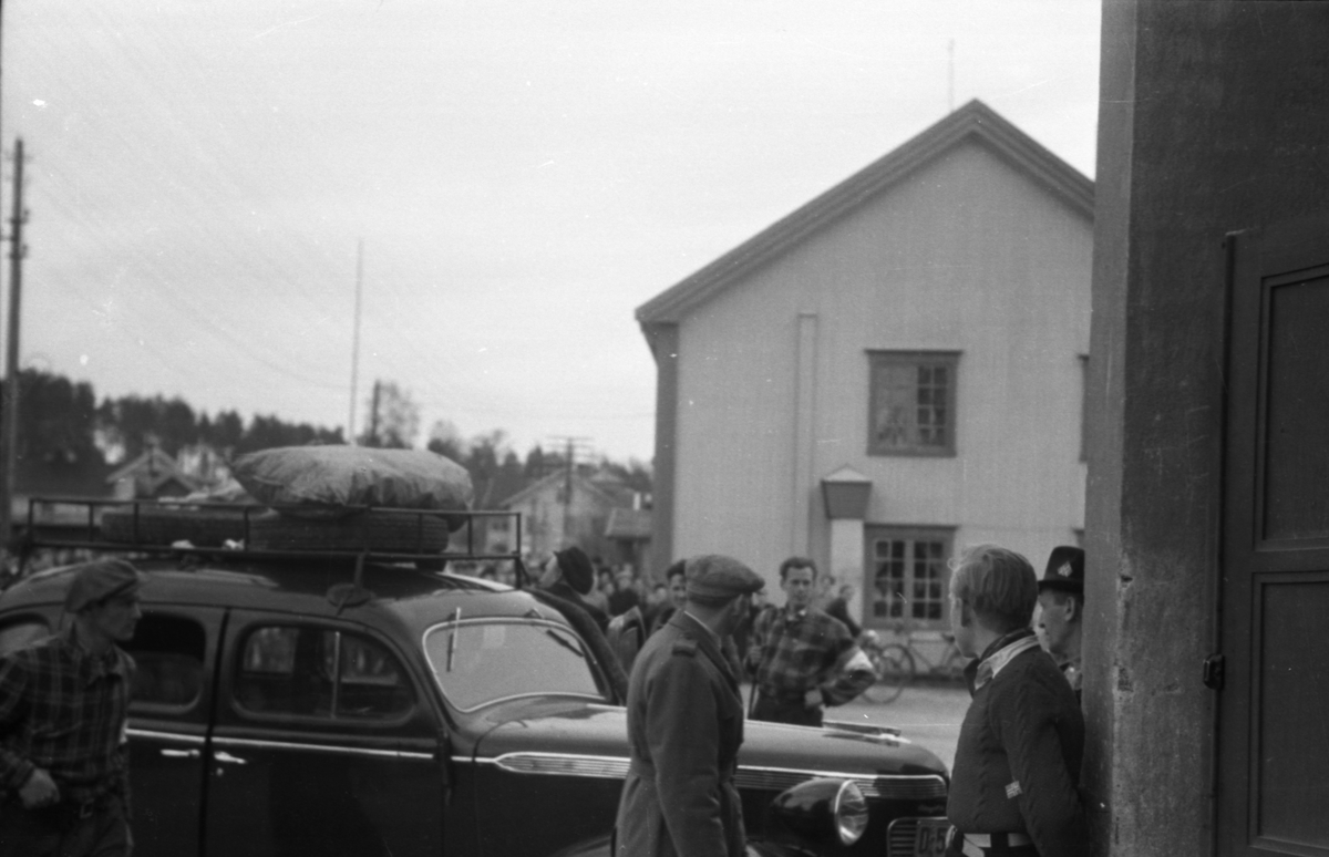 Arrestant ankommer Messehallen