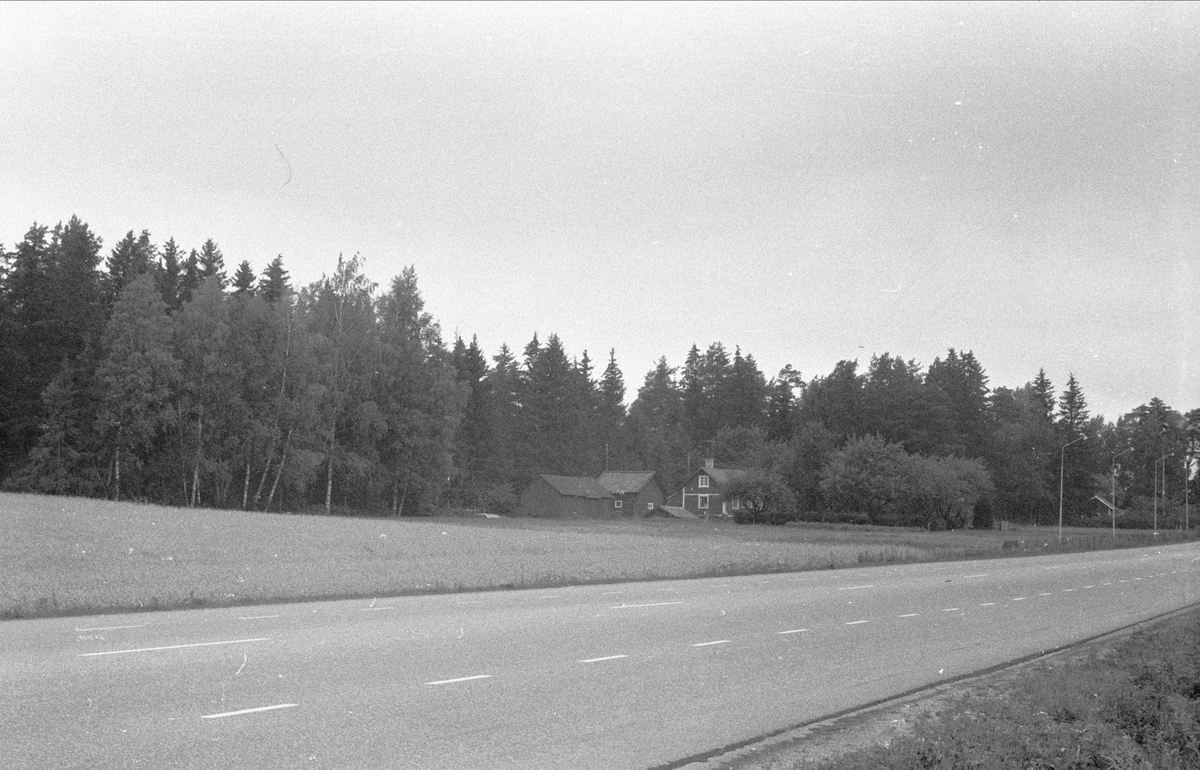 Vy över Karlberg, Lytta, Bälinge socken, Uppland 1976