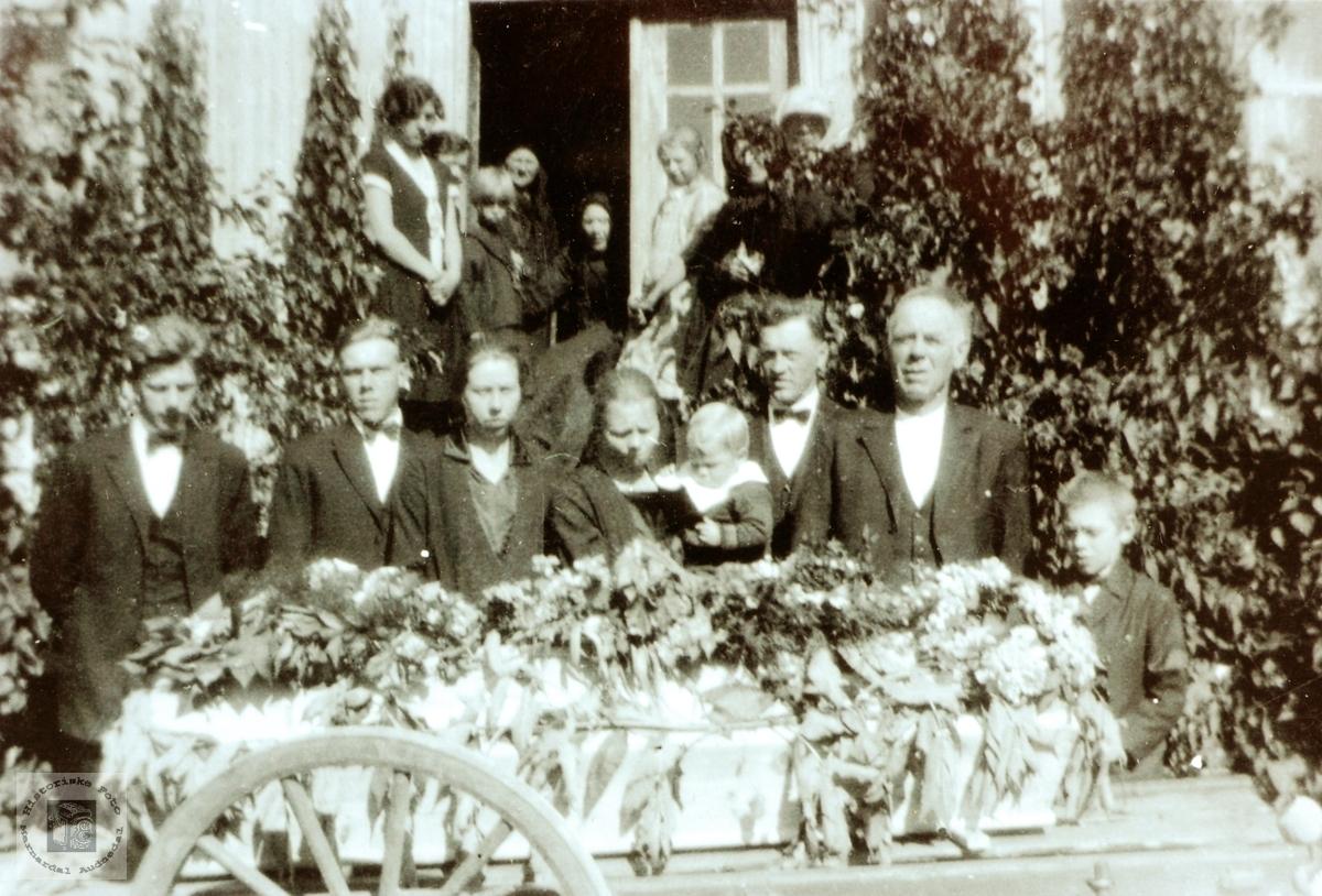 Begravelsen til Anna Grindheim. Grindheim Audnedal.