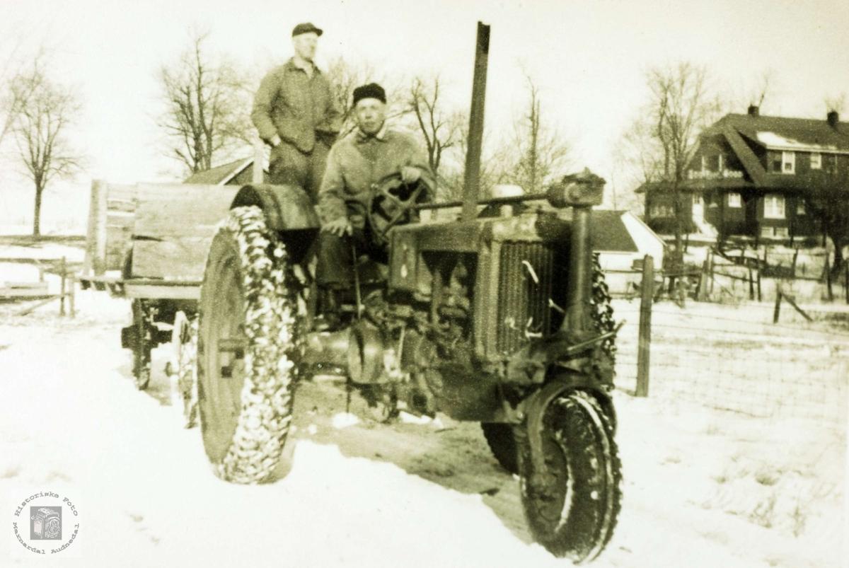 Farmere, Tom og Halvor på traktor i USA.