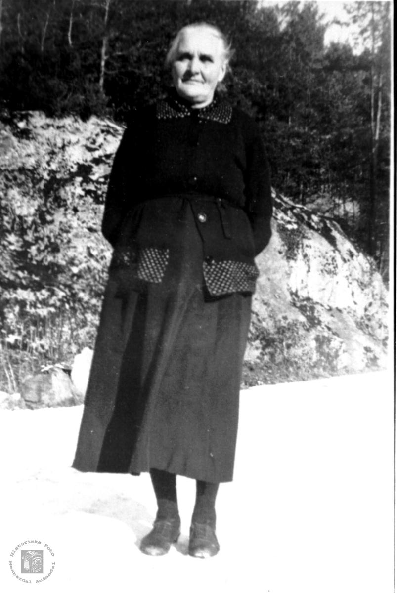 Portrett av Gunhild Glomså, Laudal.