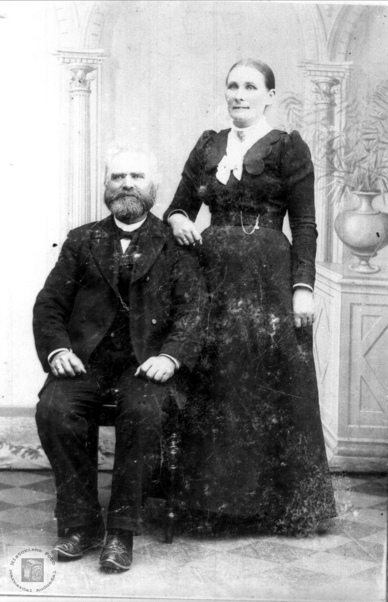 Portrett Osmund Bentsen Høye og Todne Thoresdtr (f.Skjævesland) Høye, Øyslebø.