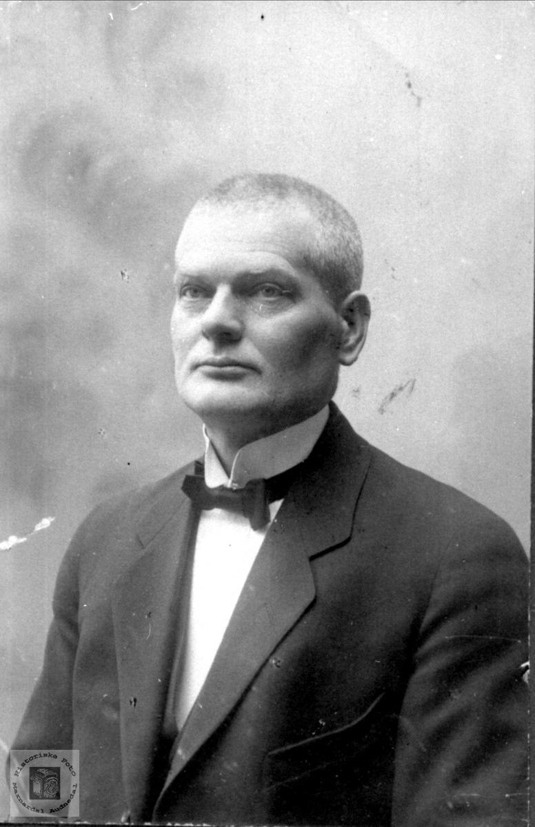 Portrett av Simon Usland, Øyslebø.