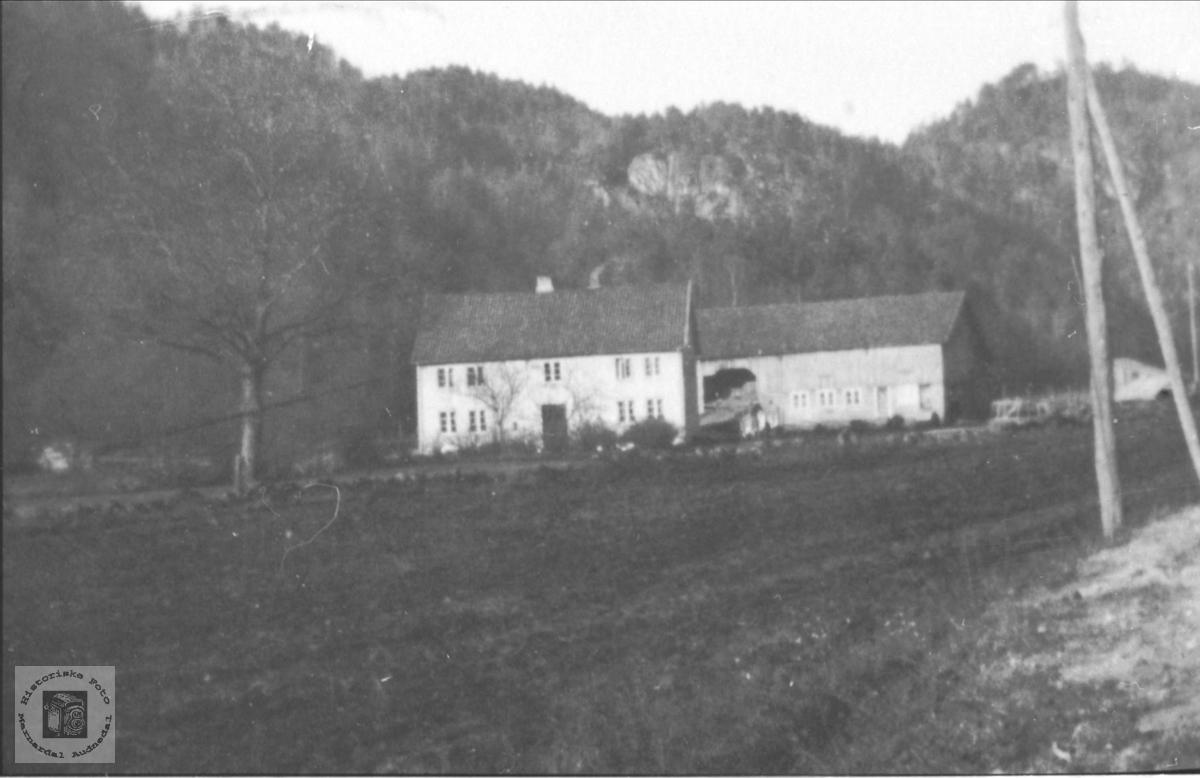 Olav Torjesen Bue`s hus og uthus på Bue i Øyslebø.