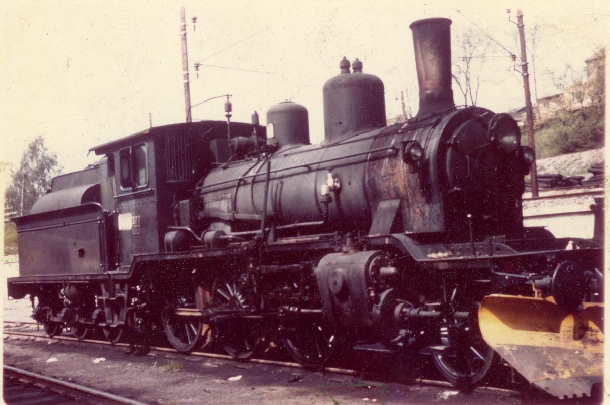 Damplok 21c nr. 377 hensatt i Lodalen før oppussing og salg til England.
