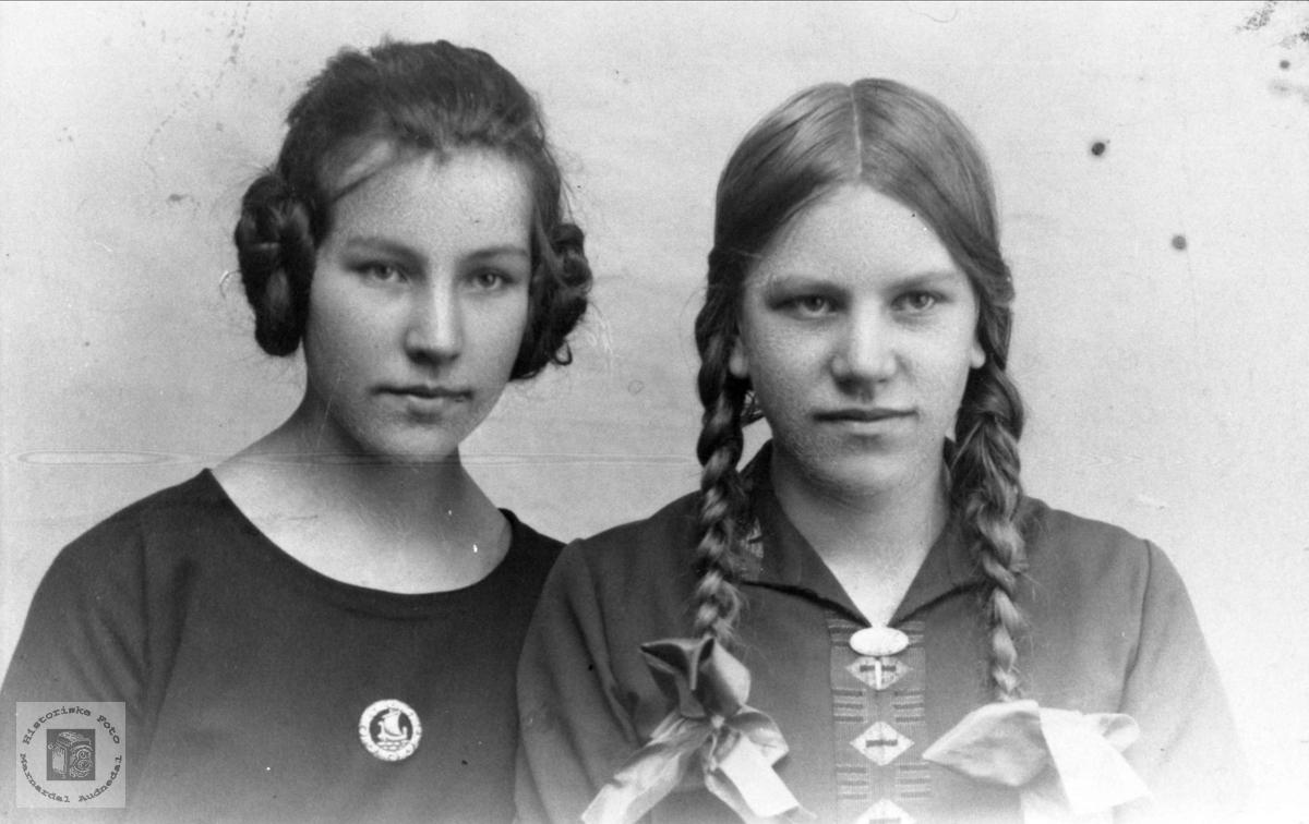 Dobbeltportrett av Sigrid og Ingrid Røkking, Øyslebø.