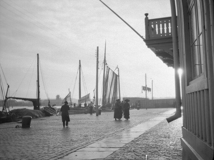 """Enligt text som medföljde bilden: """"Marstrand""""."""