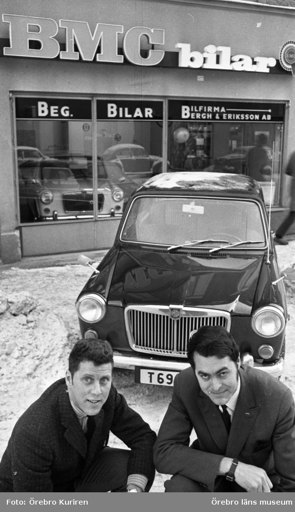 Ny bilaffär. 25 januari 1969. BMC bilar. Bilfirma Bergh & Eriksson AB, Örebro. Från vänster: Hans Åke Thuresson och Sune Eriksson.