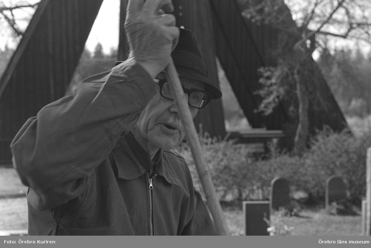 Den sista ringaren, 6 juni 1970.Johan Larsson blickar tillbaka på ett liv som kyrkväktare.
