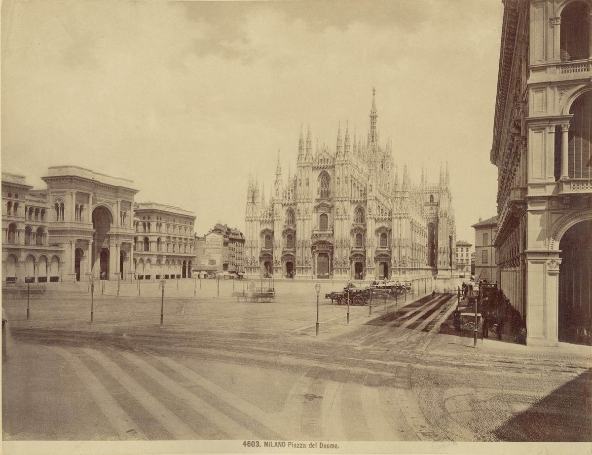 Piazza del Duomo med katedralen Duomo di Milano i fonden, 1883.