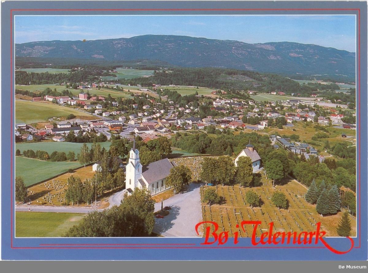 Bø i Telemark, flyfoto sett frå kyrkjene.
