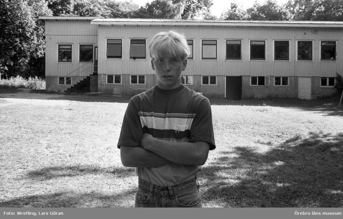 Sista Ammenäs sommaren  24 juli 1982.Ammenäs skulle avvecklas från Örebro kommuns verksamhet. Koloniverksamheten var för dyr. Istället föreslogs att ekonomin skulle investeras i Ånnaboda.
