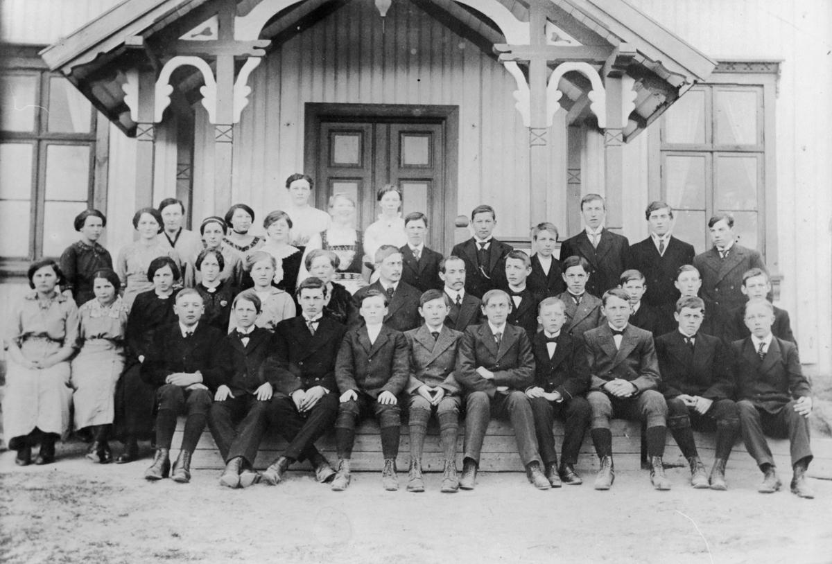 Gruppe fra amtskolen på Hemnes, 1914.