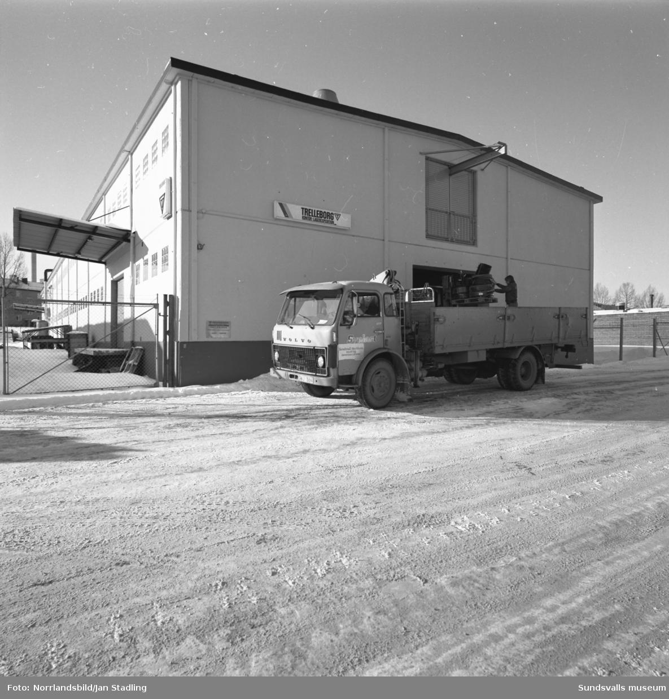 Trelleborgs Gummi AB, exteriör- och interiörbilder från verkstaden i Nacksta industriområde.
