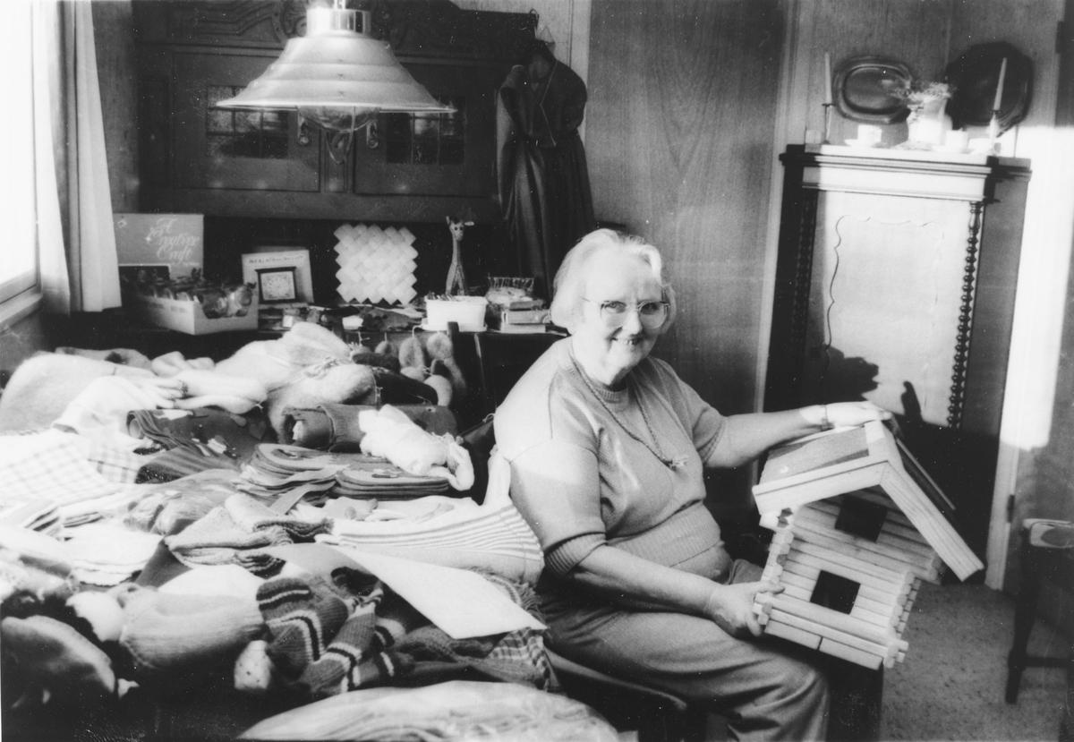 Kylle Myklebust var en sentral person i Nittedal husflidslag.  Særlig drev hun med nisseproduksjon og hadde nisseringer i husflidslaget.  Hun ble senere utnevnt som æresmedlem i laget.