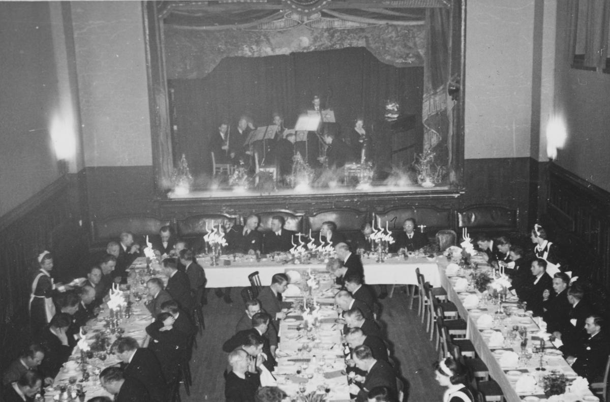 Middag for gjester ved åpningen av Gimle kino, også kalt Gimle filmteater, 21. desember 1939.