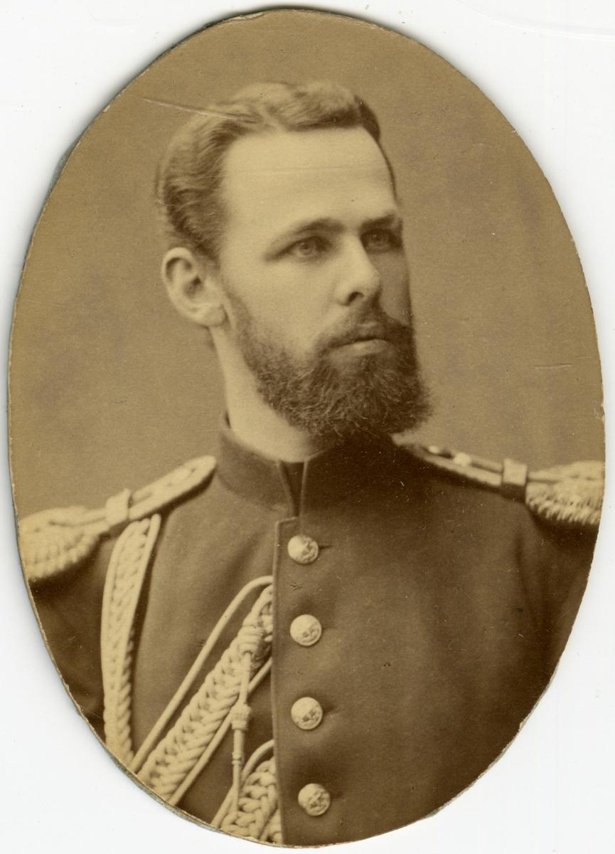 Porträtt av Oscar Fredrik mascoll Silfverstolpe, löjtnant vid Närkes regemente I 21.  Se även bild AMA.0008530, AMA.0006727, AMA.0021754 och AMA.0021760.
