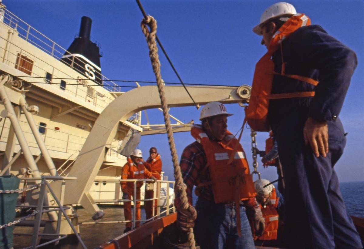 Øvelse med livbåt ombord i T/T 'Wind Eagle' (b. 1977, Kockums Varv, Malmø, Sverige).
