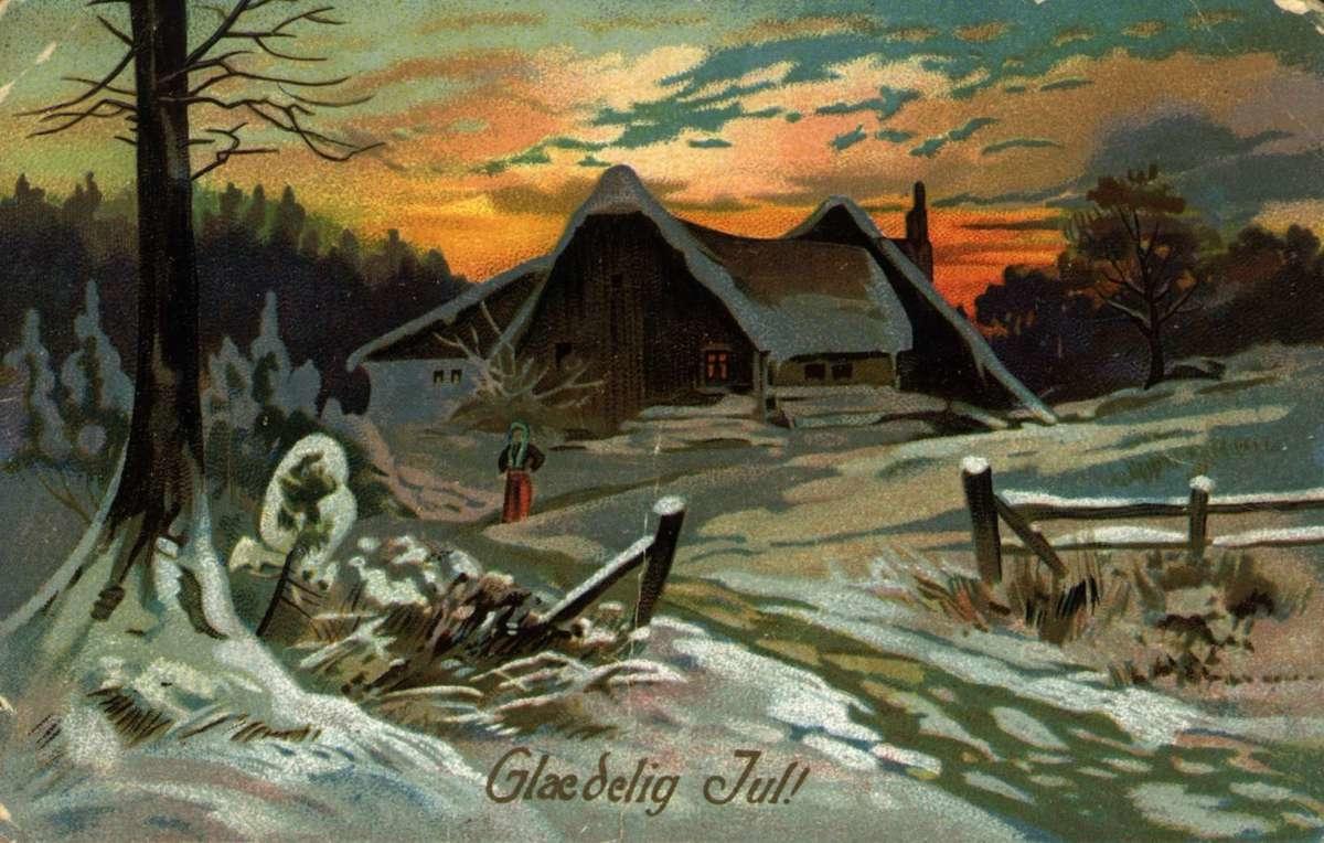 Julekort. Jule- og nyttårshilsen. Snødekt landskap i kveldssol. Person på veien foran gårdstun.