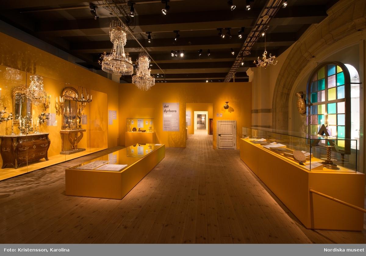 Nordiskt ljus, utställningsdokumentation, kulturhistoriska delen travé 3, ytterligare bilder av lokalerna finns i posten NMA.0079763, NMA.0079784 och NMA.0079762 (fotograferades innan öppning 29 okt 2016)
