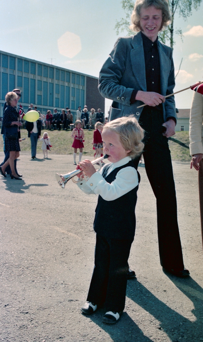 17.mai tog og feiring, Sagdalen Skole, Strømmen,  reportasjebilder