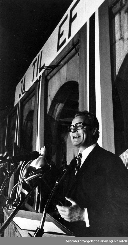 """Willy Brandt på talerstolen under """"Ja til EF""""-møtet på Youngstorget i september 1972."""