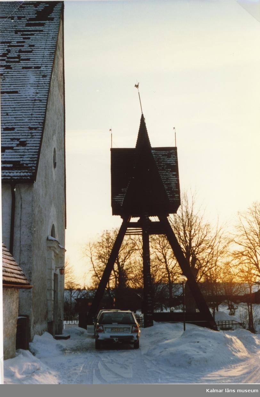 Klockstapeln vid Mortorps kyrka.