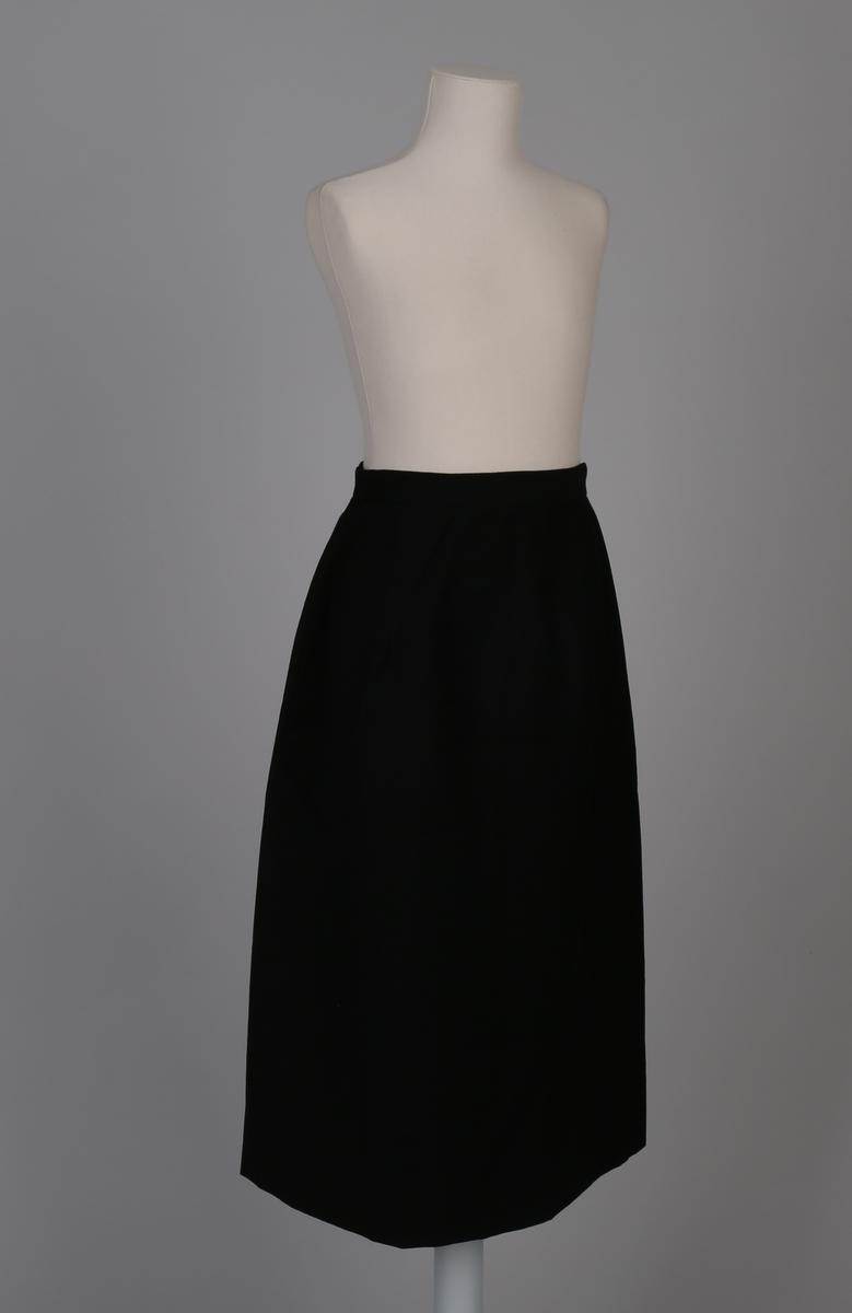 Uniformsskjørt, del av telegrafist-uniform bestående av jakke, skjørt, bukse og uniformslue for kvinne.