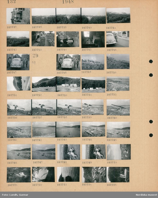 Motiv: (ingen anteckning) ; En man vid en traktor, bevattning av växter på en åker, porträtt av en kvinna, interiör med bokhylla med böcker och en ritningshurts, tre män vid en bil.  Motiv: (ingen anteckning) ; Tre män vid en bil, landskapsvy med klippor - strand - hav och bebyggelse, människor vid tält på en camping, en man bär en kanot, en man paddlar kanot, en kvinna och en man ligger och solar, landskapsvy med klippor och hav.