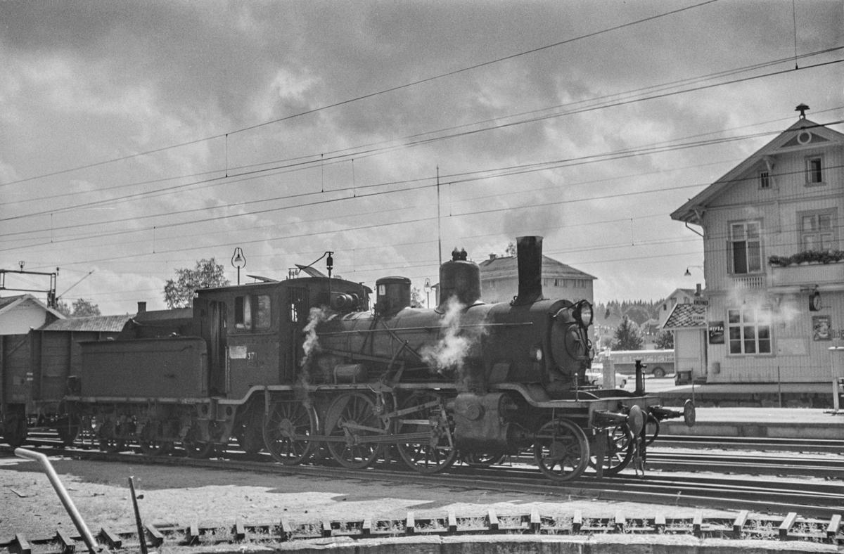 Damplokomotiv type 21c nr. 371 på Kongsvinger stasjon.