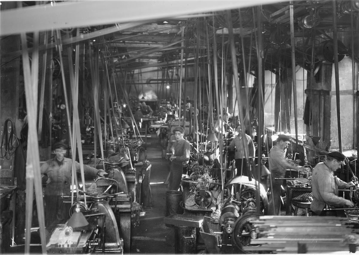 Stenholms Fabriks Aktiebolag. Stora maskinhallen. Specialfräsar, svarvautom. och revolversvarvar.