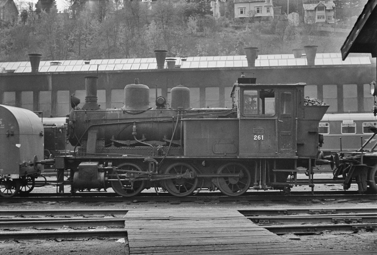Utrangert damplokomotiv type 25a nr. 261 på Marienborg Verksted.