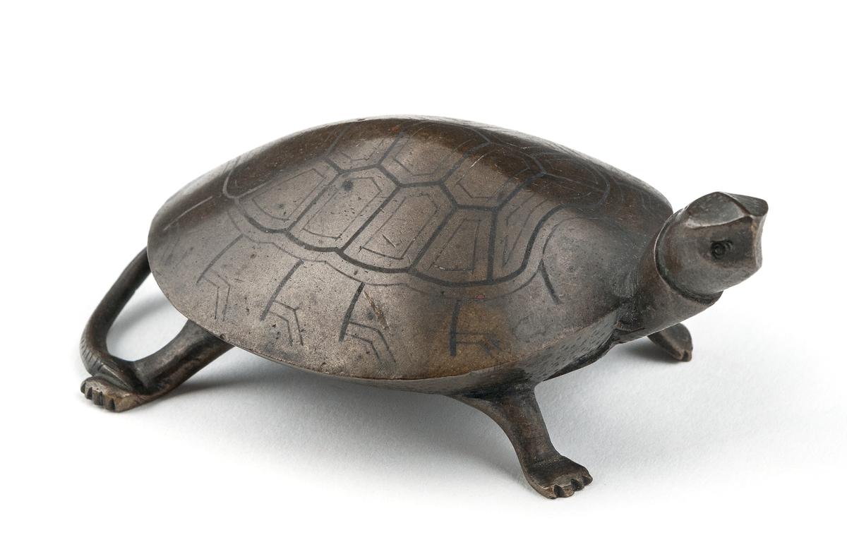 Sköldpadda av mässing, kinesiskt arbete.