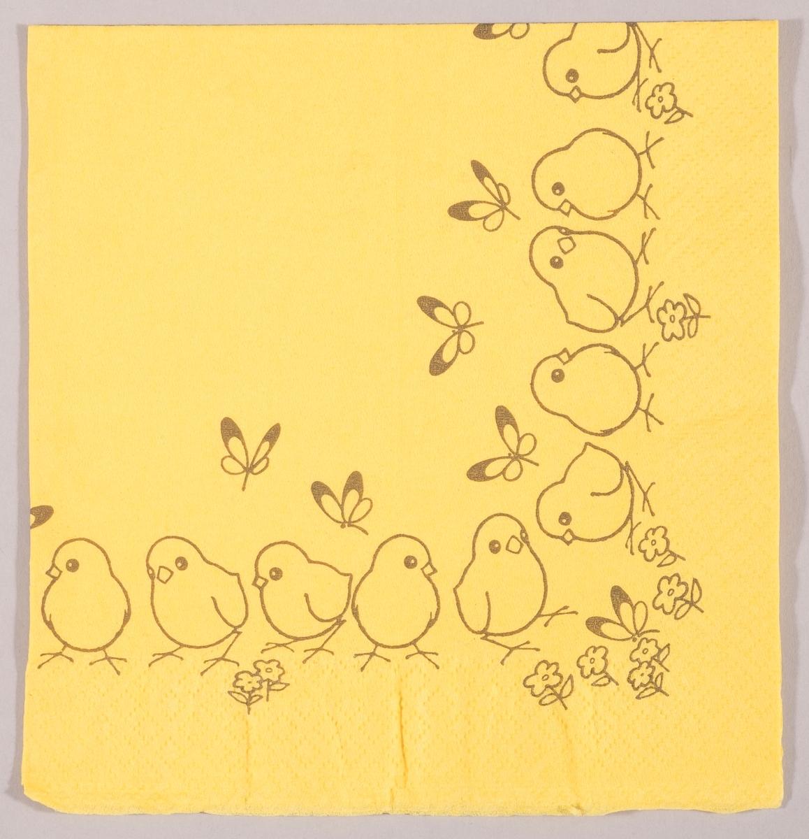 Kyllinger og sommerfugler og små blomster.