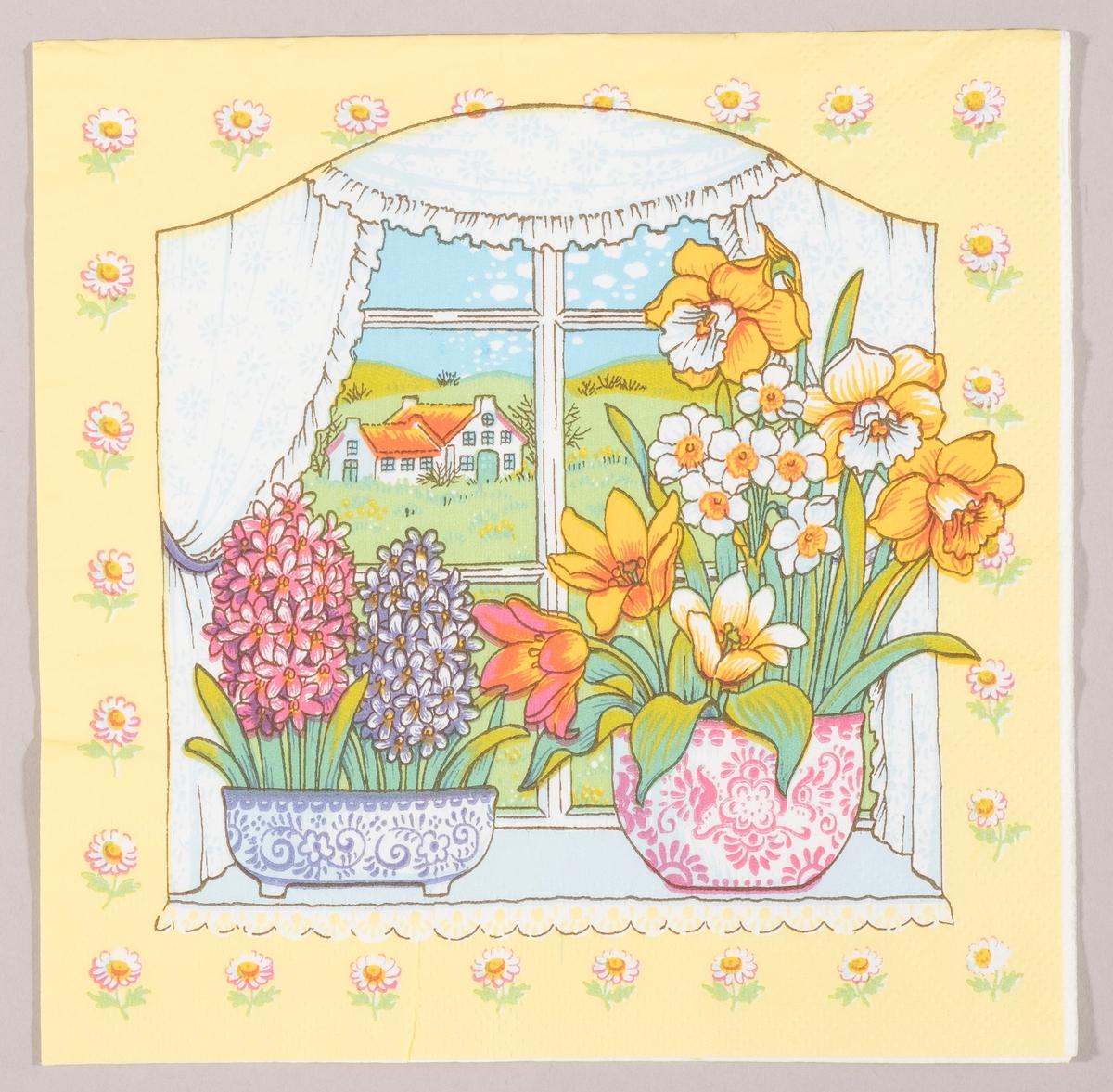 Et vindu med to vaser med blomster. I den ene vasen er det to svibler. I den andre vasen er det påskeliljer, pinseliljer og tulipaner. Vinduet har sprosser og gardiner. Utsikten fra vinduet viser et hvit bondehus omgitt av grønne åkre. hvite blomster rundt om motivet.