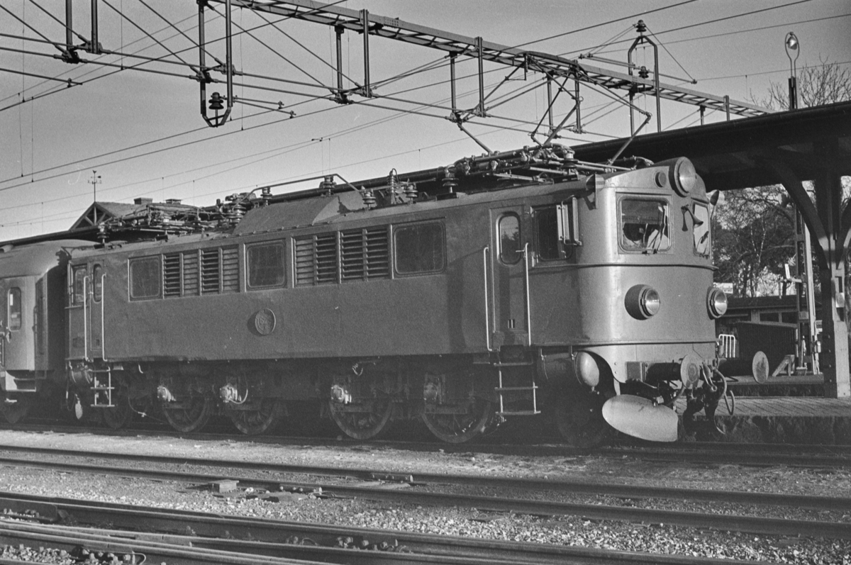Svensk elektrisk lokomotiv type F nr. 629 i Ängelholm i Sverige.