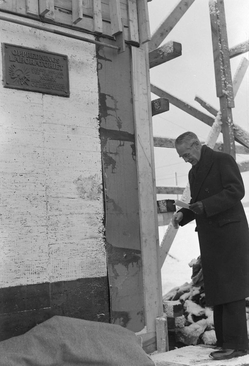 Thorry Kiær legger ned grunnsten til Oppredningslaboratoriet ved NTH