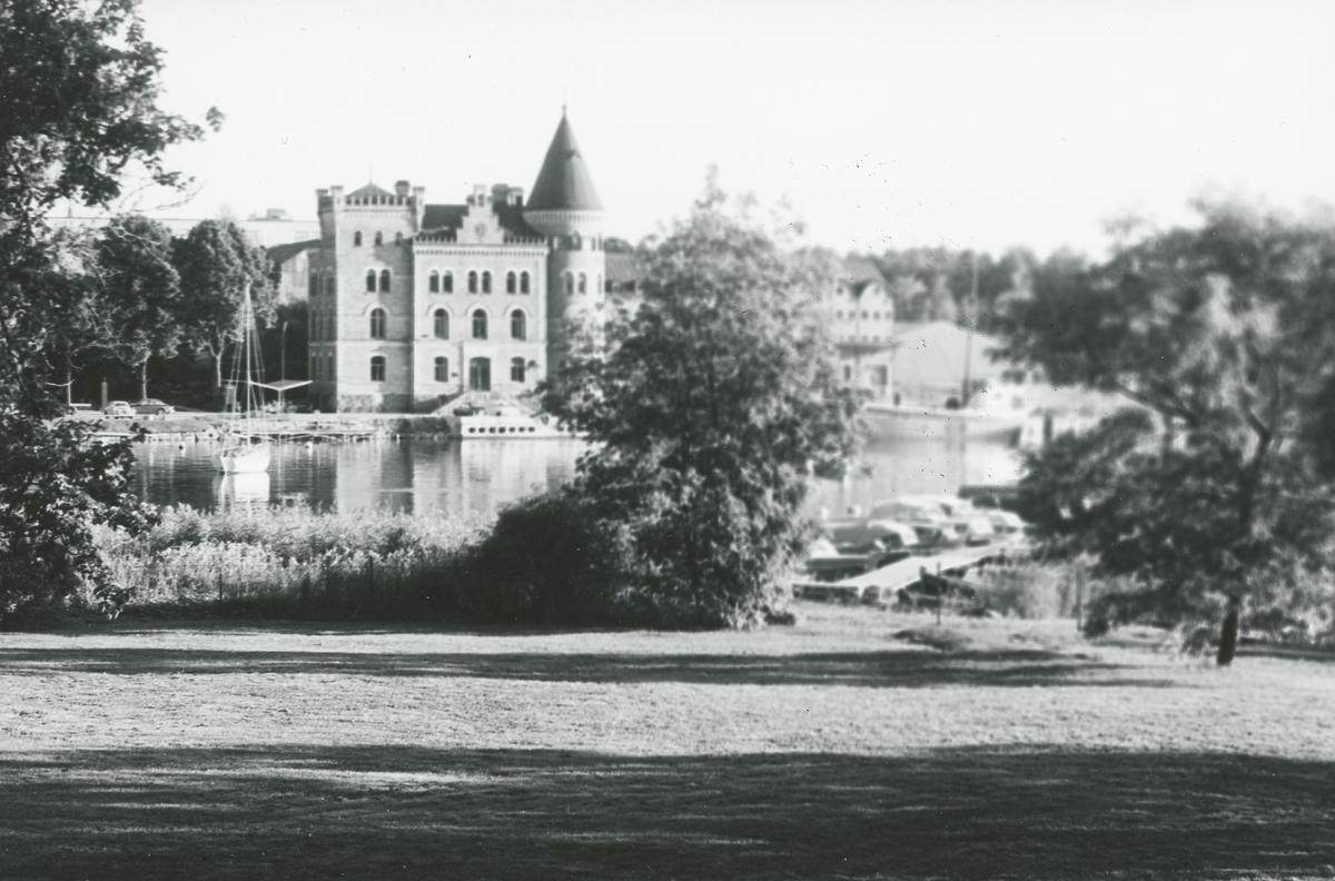 Exteriör. Huvudkontoret för Gustavsbergs Fabriker AB. Bilden tagen från Strandvik<br><br>