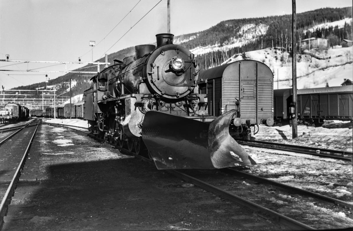 Damplokomotiv type 31b nr. 431 på Ål stasjon.