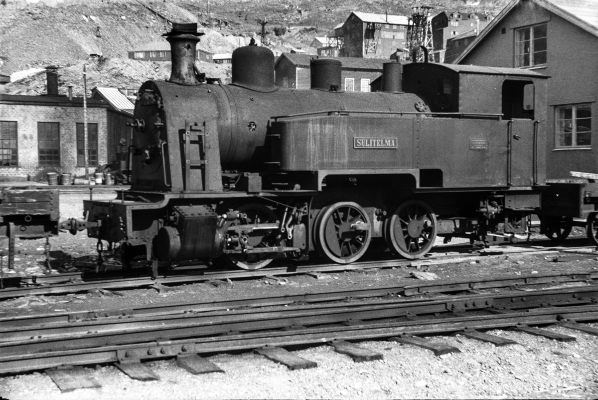 Sulitjelmabanens utrangerte damplokomotiv SULITELMA i Lomi.