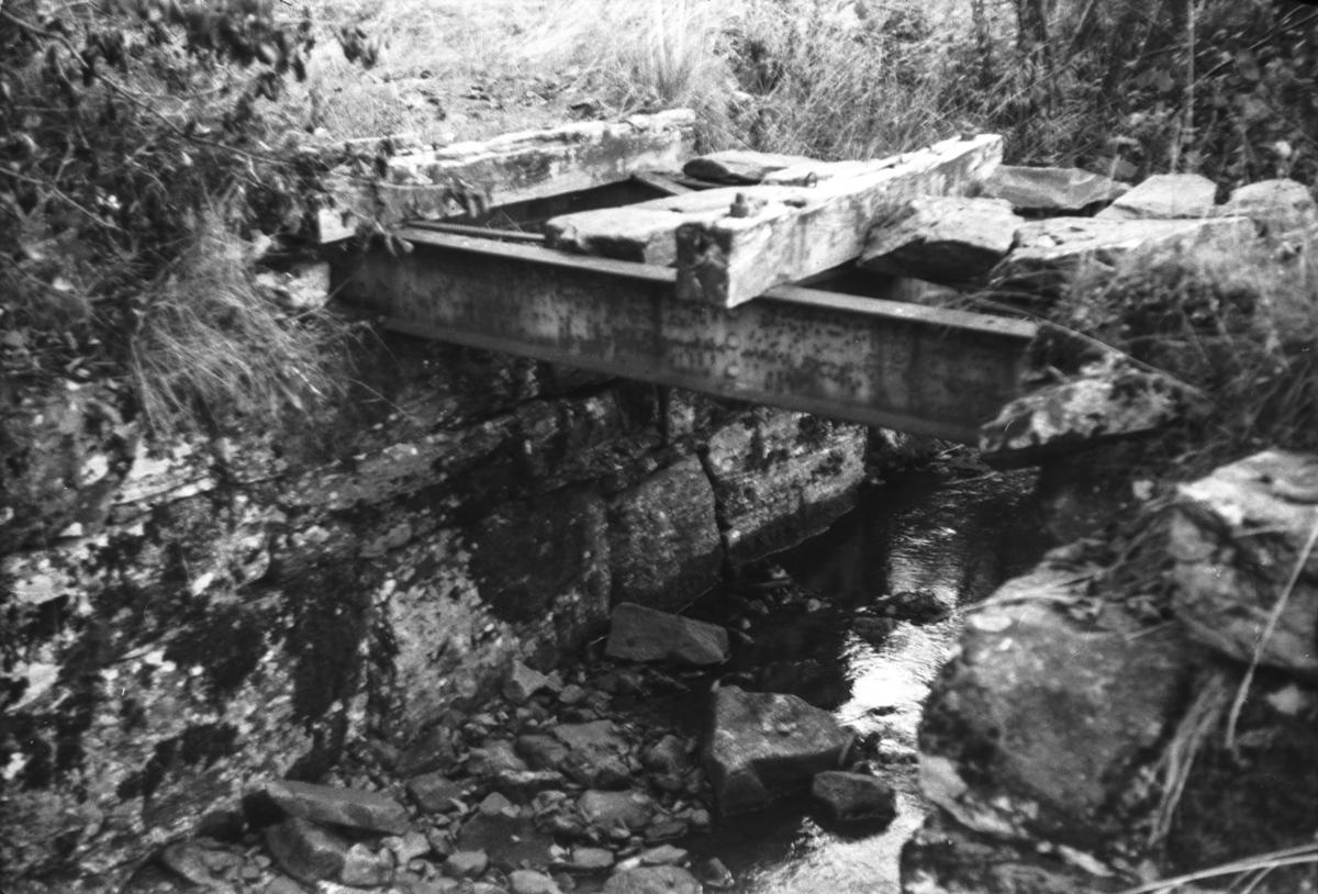 Langs nedlagde Nesttun-Osbanen. Bru ved Kismul.