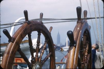 Nærbilde av skippsrattene på dekk på skoleskipet STATSRAAD LEHMKUHL.