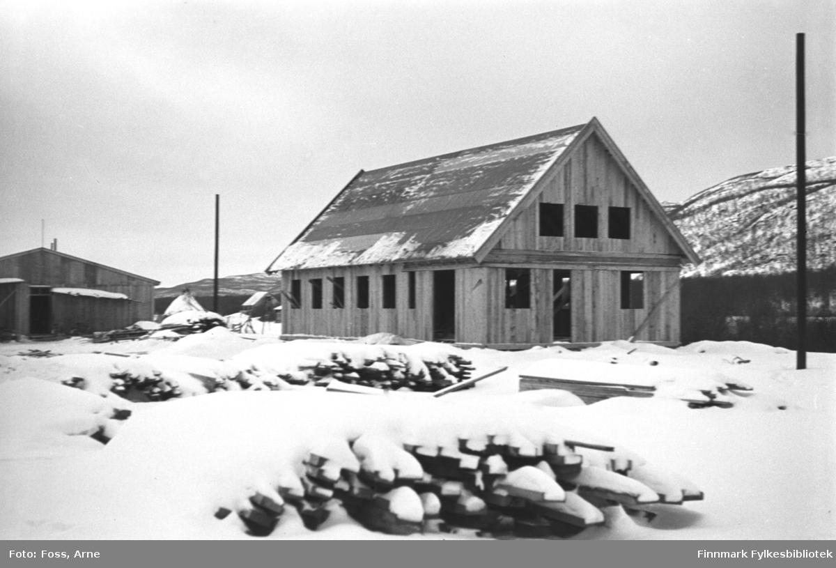 Bedehus under oppbygging i Bonakas, oktober 1946.