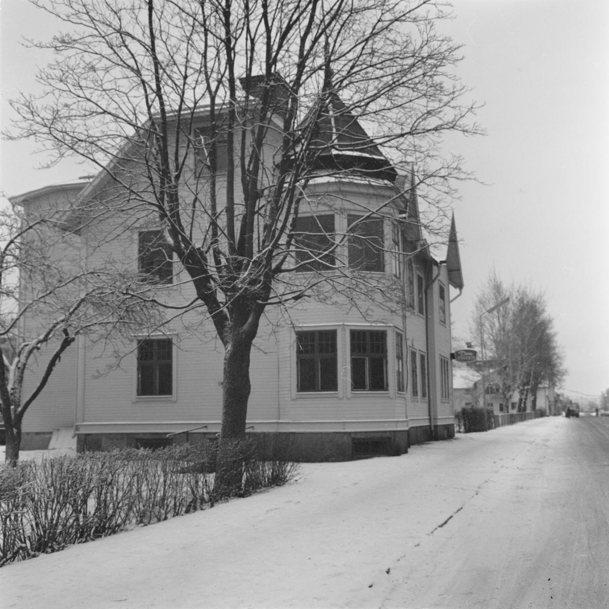 Tierpshus rivs - plats för nya skolan, Uppland, januari 1972