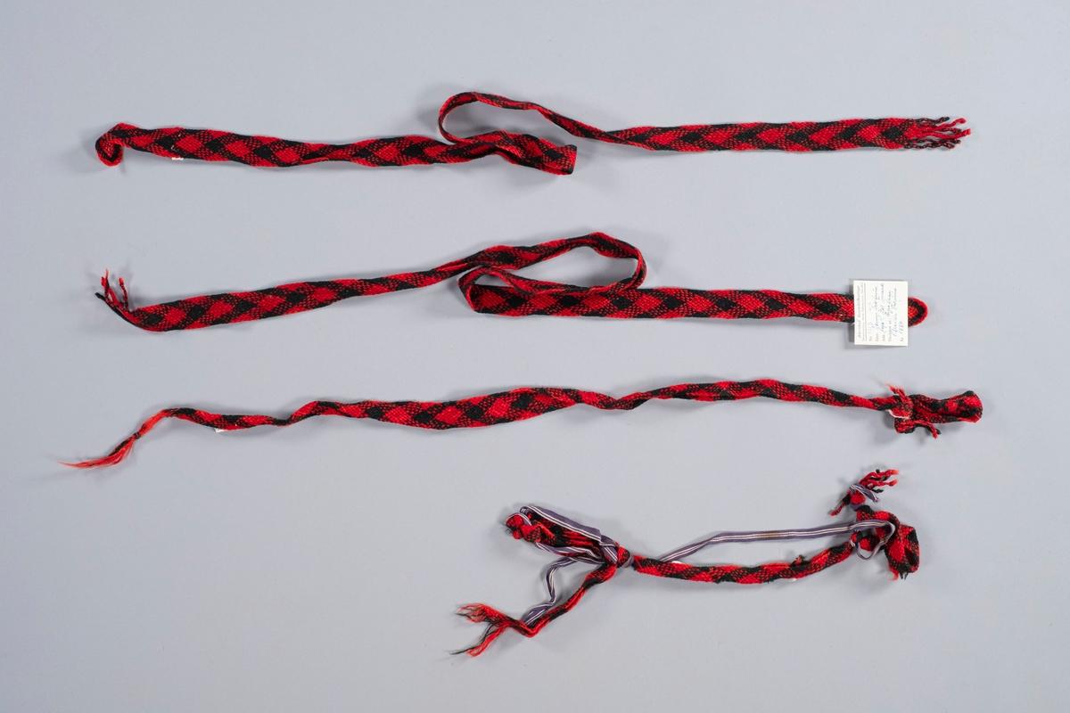 Hosebånd i svart og rødt ullgarn (4stk.)