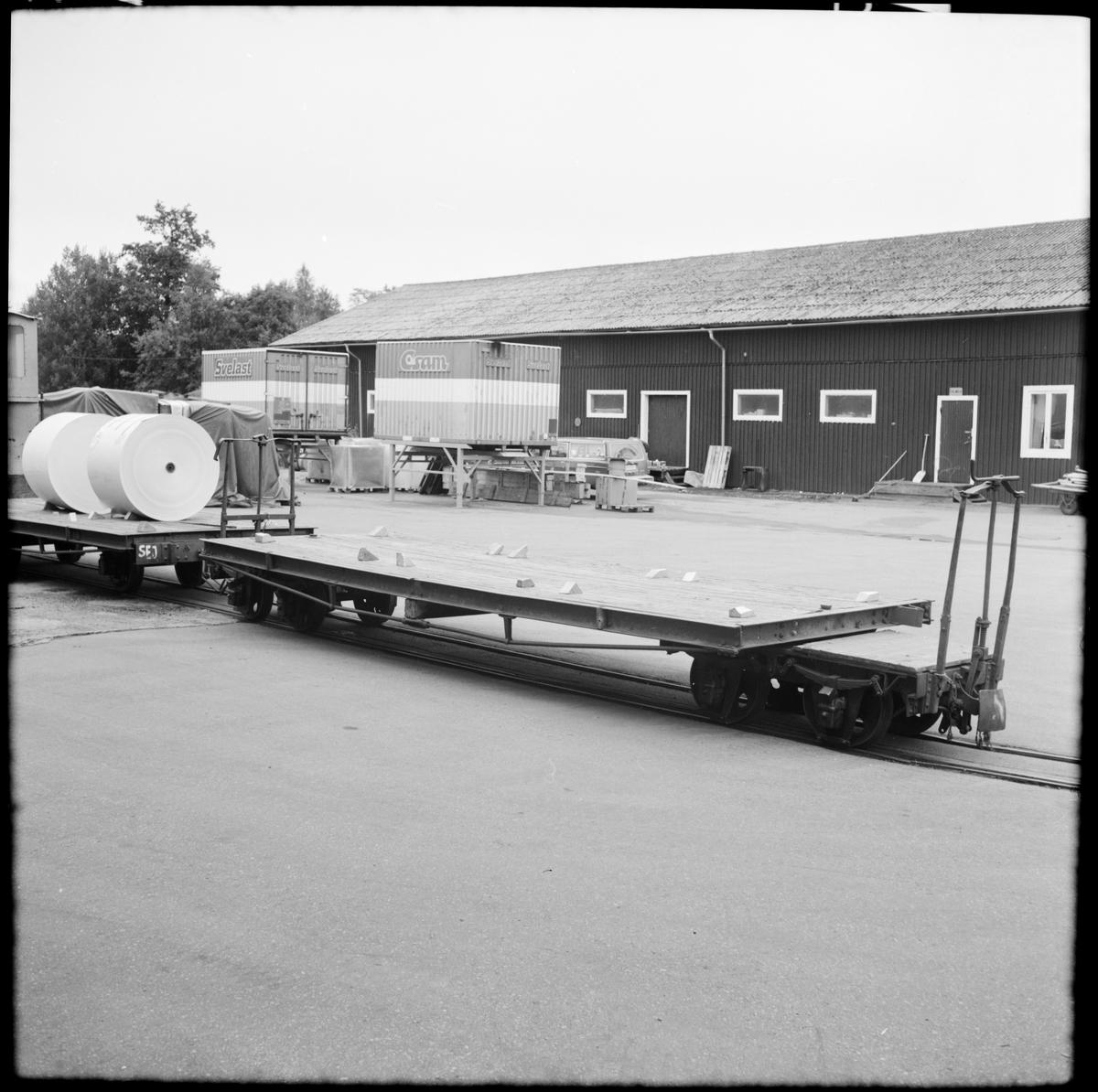 Transportvagnar vid pappersbruket Emsfors bruk.