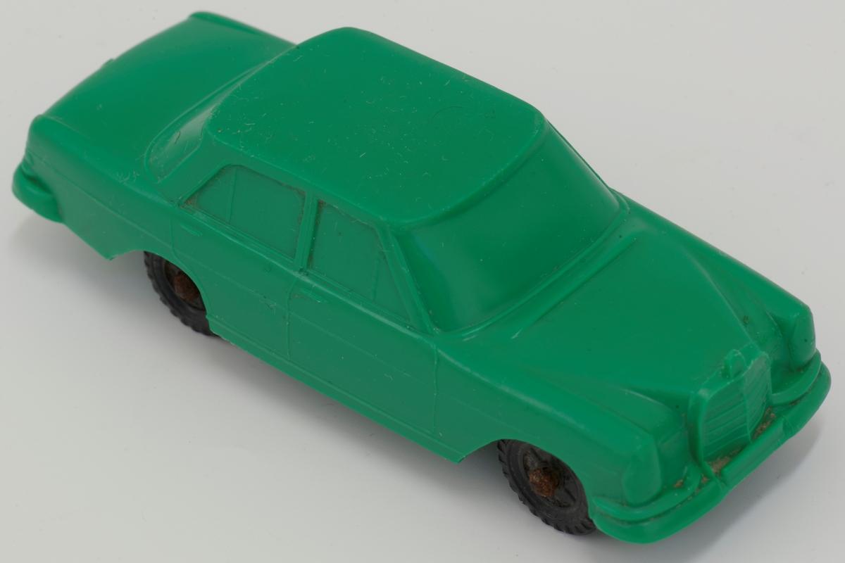 """""""Tomtebil"""" Mercedes 250 SE i grønn, myk plast (PVC) Sorte hjul i plast, med metallaksling"""